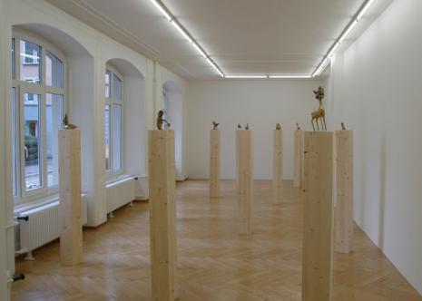 Thom Merrick - Galerie Susanna Kulli - Brass Sculptures - installation view - 2006 - 1/7