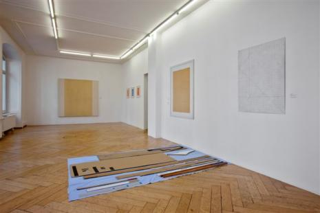 Armleder-Hirschhorn-Khatami-Manz-Rockenschaub - Galerie Susanna Kulli - parallel lines - 2011 - installation view - 2/6
