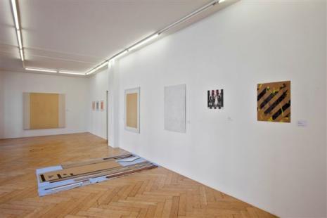 Armleder-Hirschhorn-Khatami-Manz-Rockenschaub - Galerie Susanna Kulli - parallel lines - 2011 - installation view - 4/6